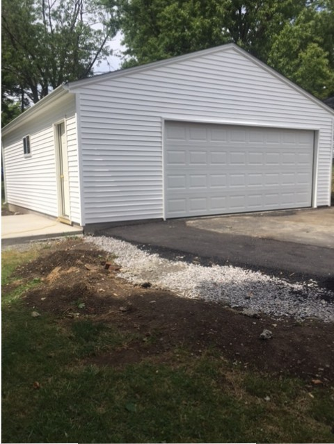 Detached 2 1/2 car garage