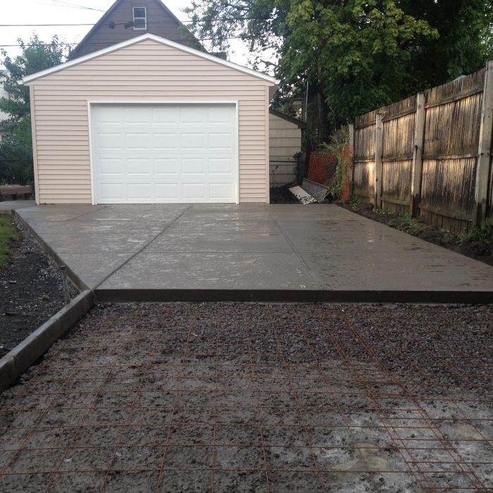 Detached Garage & Driveway